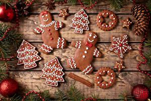 Обои Новый год Печенье Доски Ветки Шарики Елка Еда фото