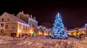 Обои Хорватия Дома Зима Новый год Загреб Ночь Снег Елка Гирлянда Улица Samobor Города фото