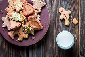 Фотографии Рождество Молоко Печенье Доски Тарелка Стакан Сердечко Пища