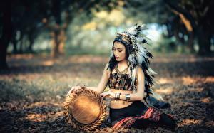 Фотографии Азиаты Индейцы Униформа Девушки