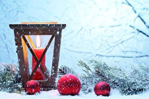 Обои Новый год Свечи Ветки Шарики Снег Снежинки фото