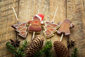 Фотографии Новый год Печенье Доски Ветки Шишки Дизайн Елка Снеговики Еда
