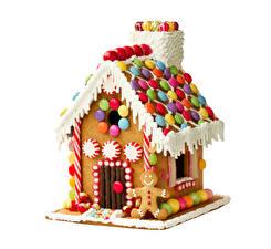 Фото Новый год Выпечка Дома Сладости Пряничный домик Белый фон Дизайн Еда