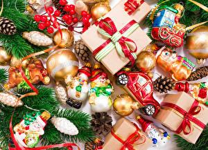 Картинки Новый год Игрушки Подарки Ветки Шарики Бантик Шишки