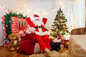 Обои Новый год Праздники Мишки Дед Мороз Униформа Елка Подарки фото