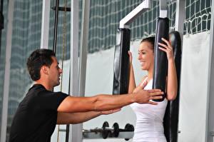 Обои Мужчины Фитнес Руки Улыбка Тренер Физические упражнения Девушки