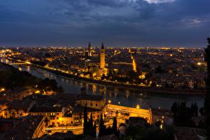 Обои Италия Дома Реки Верона Ночь Водный канал Города фото