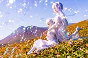 Картинка Горы Кукла Девочка Двое Блондинки Мыльные пузыри