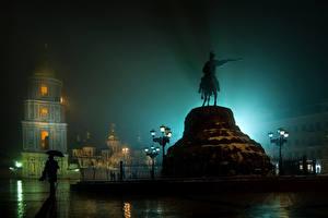 Фотография Киев Украина Памятники Дождь Уличные фонари Ночь Города