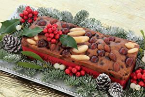 Обои Новый год Выпечка Орехи Ягоды Кекс Ветки Шишки Еда