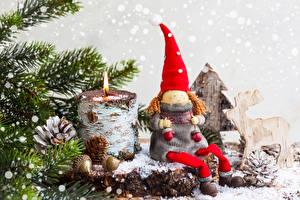 Фотография Рождество Свечи Олени На ветке Пень Шапки Шишки Кукла