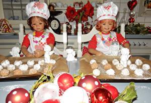 Фотографии Новый год Парки Выпечка Девочка Куклы Повар Шапка Шарики Вдвоем Grugapark Essen ребёнок