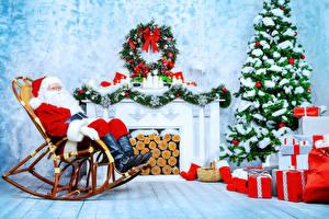Картинки Новый год Праздники Дед Мороз Новогодняя ёлка Подарки Кресло Камин