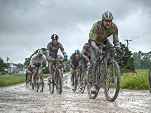 Обои Мужчины Велосипед Грязь В шлеме Велогонка CONE-AZALIA DIRT ROAD RACE спортивные