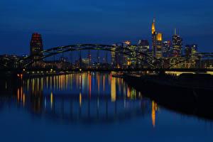 Картинки Франкфурт-на-Майне Германия Здания Речка Мост Ночь Водный канал Города