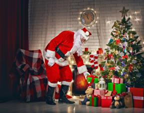 Картинка Праздники Новый год Новогодняя ёлка Подарки Санта-Клаус Униформа