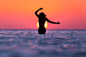 Фото Море Вода Морские просторы Силуэт Солнце Девушки