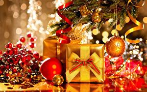 Обои Праздники Рождество Шарики Подарки Золотой Новогодняя ёлка Ветвь