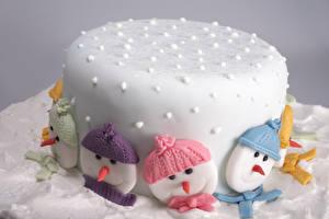 Фотографии Сладости Торты Рождество Сахарная глазурь Снеговики Шапки Продукты питания