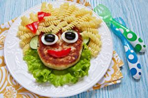 Картинки Мясные продукты Смайлы Доски Тарелка Макароны Дизайн Еда