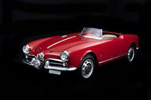 Фотографии Альфа ромео Старинные Бордовая Кабриолет Черный фон 1956-57 Giulietta Spider Veloce Competizione Автомобили