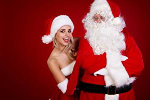Фотография Рождество Санта-Клаус Цветной фон Униформа Шапки Улыбка Девушки