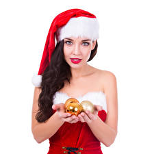 Фотография Рождество Белый фон Брюнетка Шапки Шар Руки Девушки
