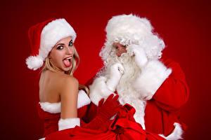 Фотография Новый год Санта-Клаус Шапки Блондинка Униформа Красный фон Девушки
