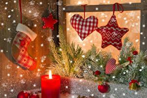 Фотографии Новый год Свечи Звездочки Сердечко Ветки Шарики Снег