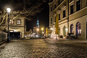 Обои Новый год Германия Дома Улица Ночь Уличные фонари Елка Zwickau Города фото