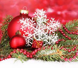 Обои Новый год Шар Ветки Снежинки