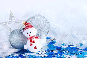 Фотографии Новый год Шар Снеговики Снежинки Шапки