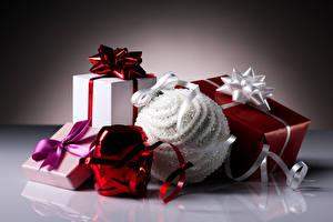 Картинки Новый год Подарки Шарики Отражение