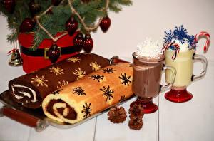 Фото Рождество Выпечка Рулет Кружка Вдвоем Шишки Еда