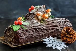 Картинка Сладости Выпечка Рождество Шоколад Грибы Рулет Доски Снежинки Шишки Пища