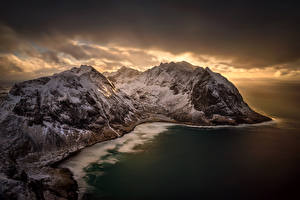 Обои Лофотенские острова Норвегия Зима Горы Рассветы и закаты Небо Море Kvalvika Beach Природа фото