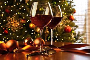 Картинки Новый год Вино Бокалы Вдвоем Шар Продукты питания