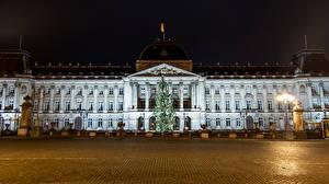 Фотографии Новый год Бельгия Дворец Елка Ночь Уличные фонари Royal palace Brussels Города