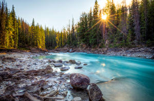 Обои Канада Озеро Леса Камни Реки Пейзаж Лучи света Природа фото