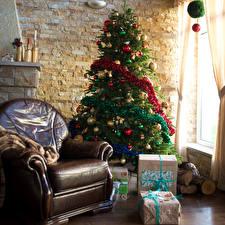 Обои Новый год Интерьер Елка Кресло Подарки Шарики фото