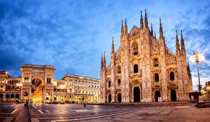 Обои Италия Храмы Вечер Городская площадь Фонарь Milan Cathedral Города фото