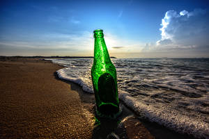 Обои Небо Утро Море Побережье Волны Вода Пляж Бутылка Пена Природа фото