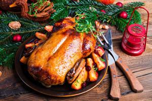 Обои Новый год Курица запеченная Нож Доски Ветки Фонарь Еда фото