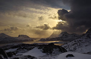 Обои Лофотенские острова Норвегия Побережье Зима Горы Вечер Небо Облака Снег Природа фото