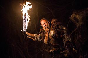 Обои Мужчины Vin Diesel Огонь Последний охотник на ведьм Мечи Фильмы Знаменитости фото