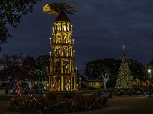 Обои США Новый год Техас Ночь Елка Гирлянда Уличные фонари Fredericksburg Города фото