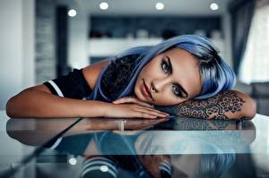 Картинки Татуировки Пирсинг Взгляд Отражение Руки Alessandro Di Cicco Девушки