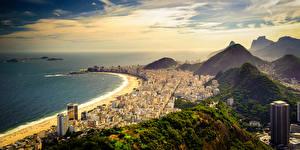 Обои Бразилия Побережье Горы Небо Океан Рио-де-Жанейро Сверху Copacabana Beach Города фото