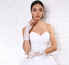Обои Брюнетка Руки Перчатки Невеста Платье Девушки фото