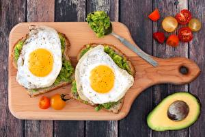 Обои Бутерброды Овощи Доски Разделочная доска Яичница Двое Еда фото